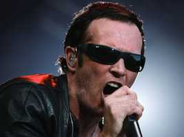 Scott Weiland, the frontman for the Stone Temple Pilots and Velvet Revolver, suffers from bipolar disorder, according to USA Today.
