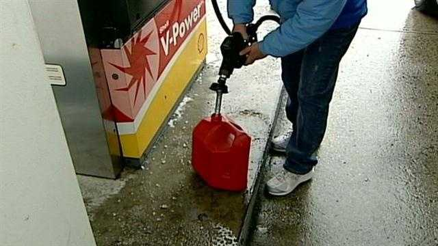 Some stations run out of gas ahead of storm
