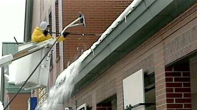 Crews clear snow from roofs
