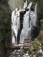 An ice cave has formed in the center of Flume Gorge for the first time in decades.