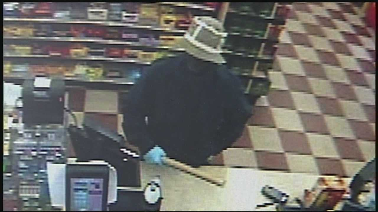 Man uses wooden club in Manchester robbery