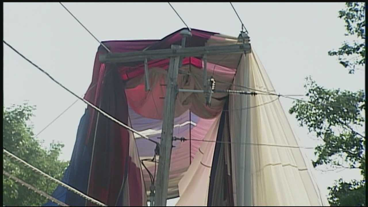A hot air balloon with five people inside got tangled in power lines in Hampstead Friday morning.