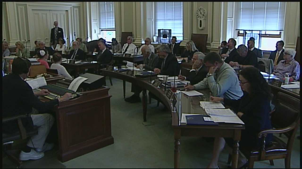 NH lawmakers OK $10.7B budget