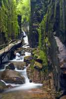 The gorge spans 800 feet, and its walls rise to a height of 70 to 90 feet and are 12 to 20 feet apart.