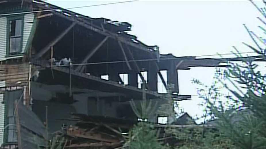 Building collapse closes Route 302