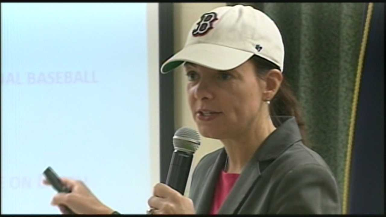 Ayotte answers constituent questions in forum