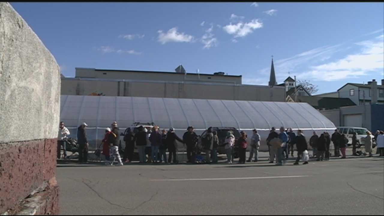 Hundreds line up at New Horizons for Thanksgiving turkeys