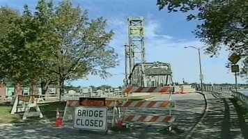 News 9 took a look at the 140 red-listed bridges being monitored by the state, including the Sarah Mildred Long Bridge.Read more: http://www.wmur.com/news/nh-news/special-reports/State-monitors-140-red-listed-bridges/-/13386842/18454988/-/38bok3/-/index.html