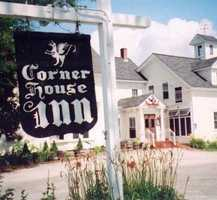 Tie-18) Corner House Inn in Center Sandwich