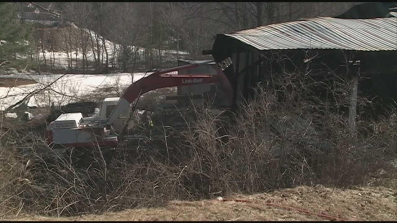 Fire destroys Belmont barn