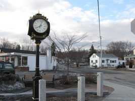 15) Pinardville Percent of population born in New Hampshire: 61.5%Note: Pinardville is a census-designated place in the town of Goffstown.