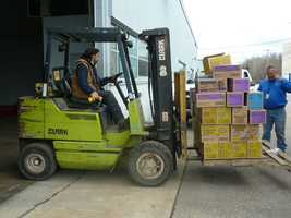 More than 1,000 donated cases of Girl Scout cookies were sent to American troops by the Girl Scouts of the Green and White Mountains.