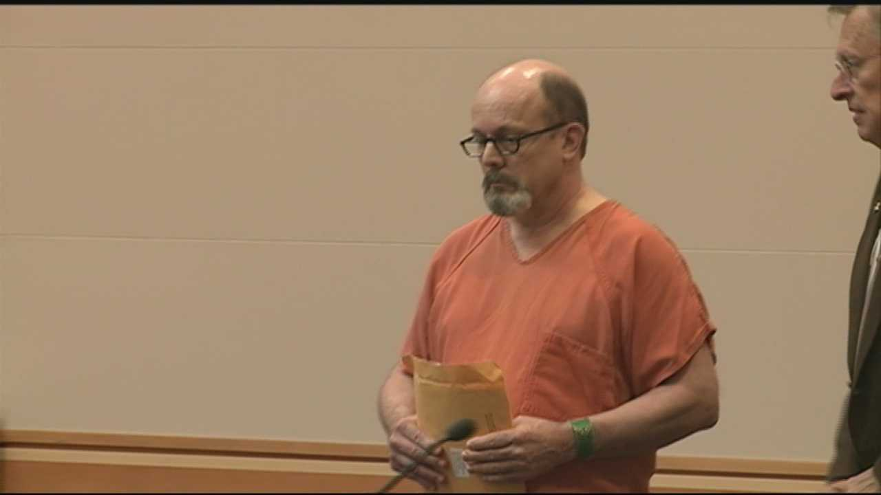 Man pleads guilty to stabbing wife to death