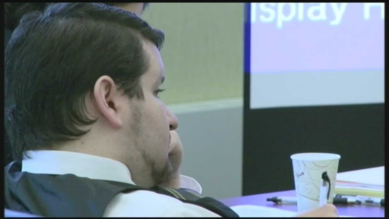 Defense attacks inmate's motivation for testifying