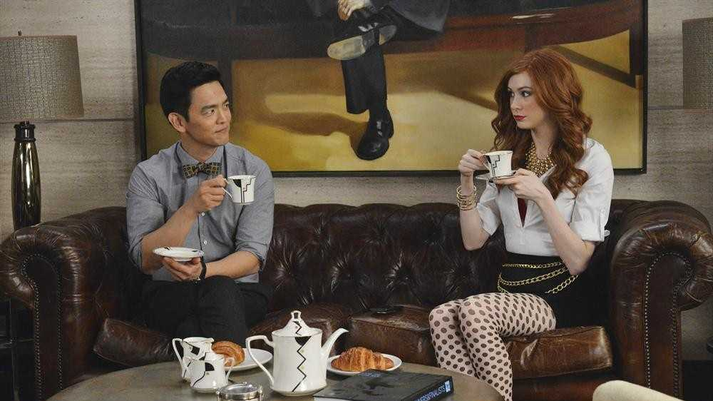 """Social Media superstar Eliza Dooley (Karen Gillan) has 263,000 followers who hang on to her every post, tweet and selfie. But after a workplace mishap goes viral, she quickly realizes that being """"instafamous"""" isn't all it's cracked up to be and being friended is not the same as having actual friends. (ABC/Eric McCandless)"""