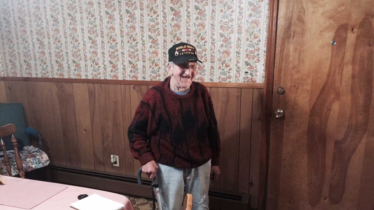 img-Manchester man, 95, fends off robber.jpg