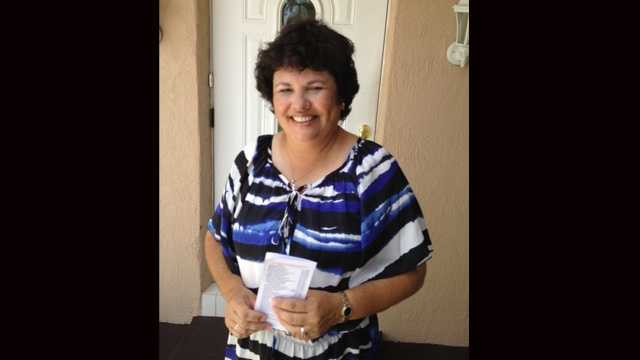 Adriana Allen found $1,800 in cash at a drive-through ATM in Boynton Beach and handed it over to police. (Angela Rozier/WPBF)