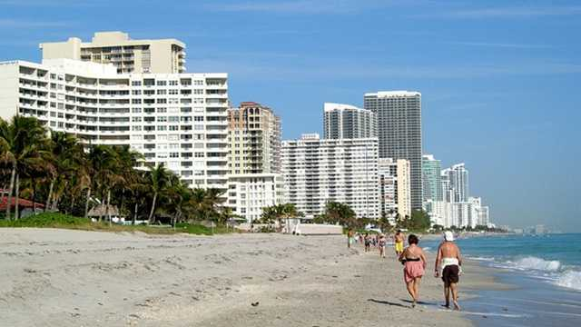 A few months after a controversial firing, Hallandale Beach did not renew its contract with the company that provided lifeguards. (Photo: hugh millward/flickr)