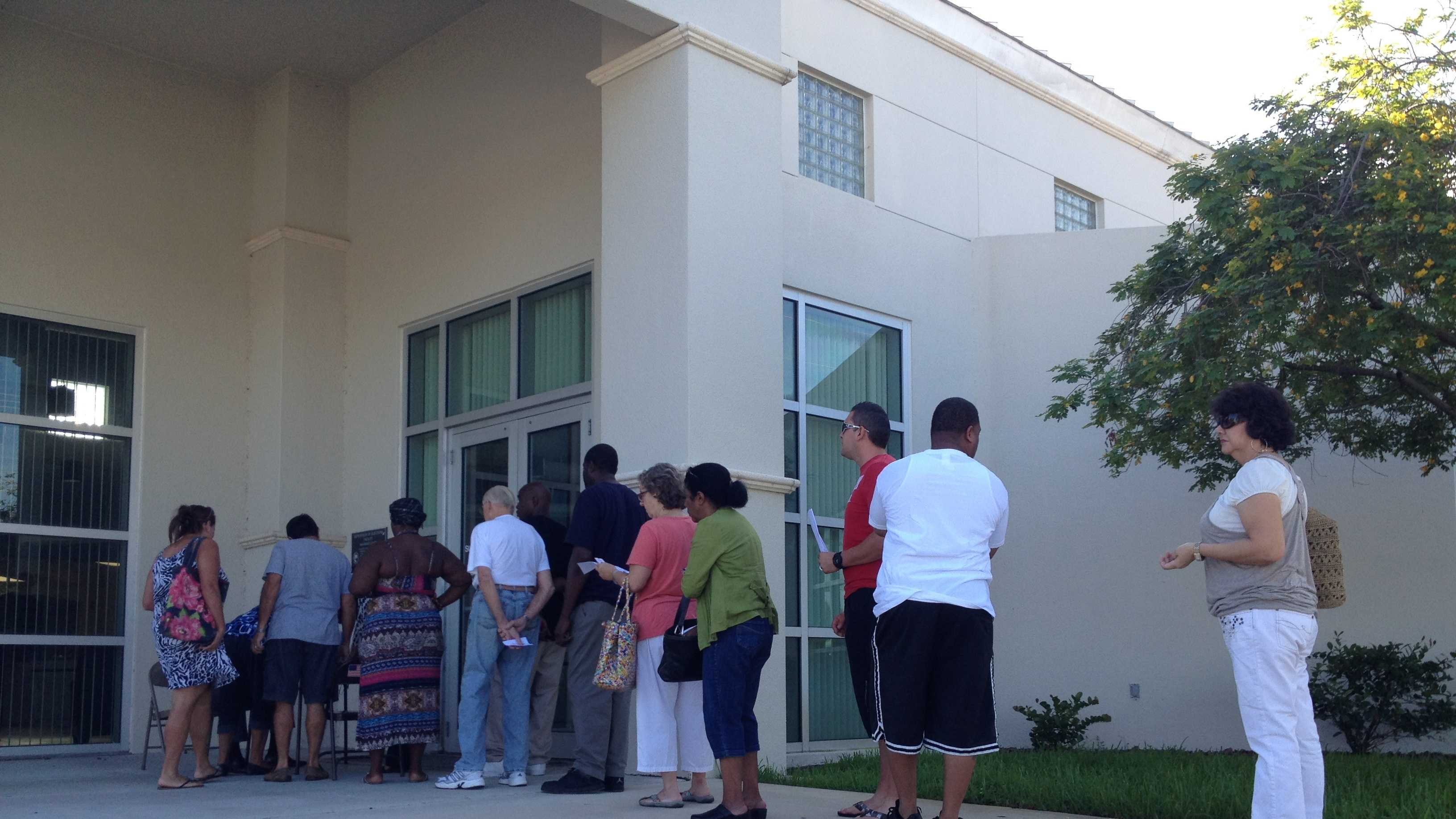 Line to register to vote 100812