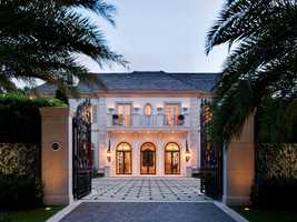 This lakefront mansion is located in the Blossom Estates of Palm Beach, Florida sprawls over 13,278 square feet. It also has 7 bedrooms and 13 bathrooms.