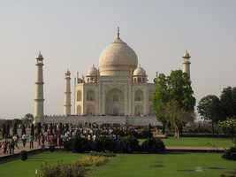Visit the Taj Majal. (Photo: friar'sbalsam/flickr)