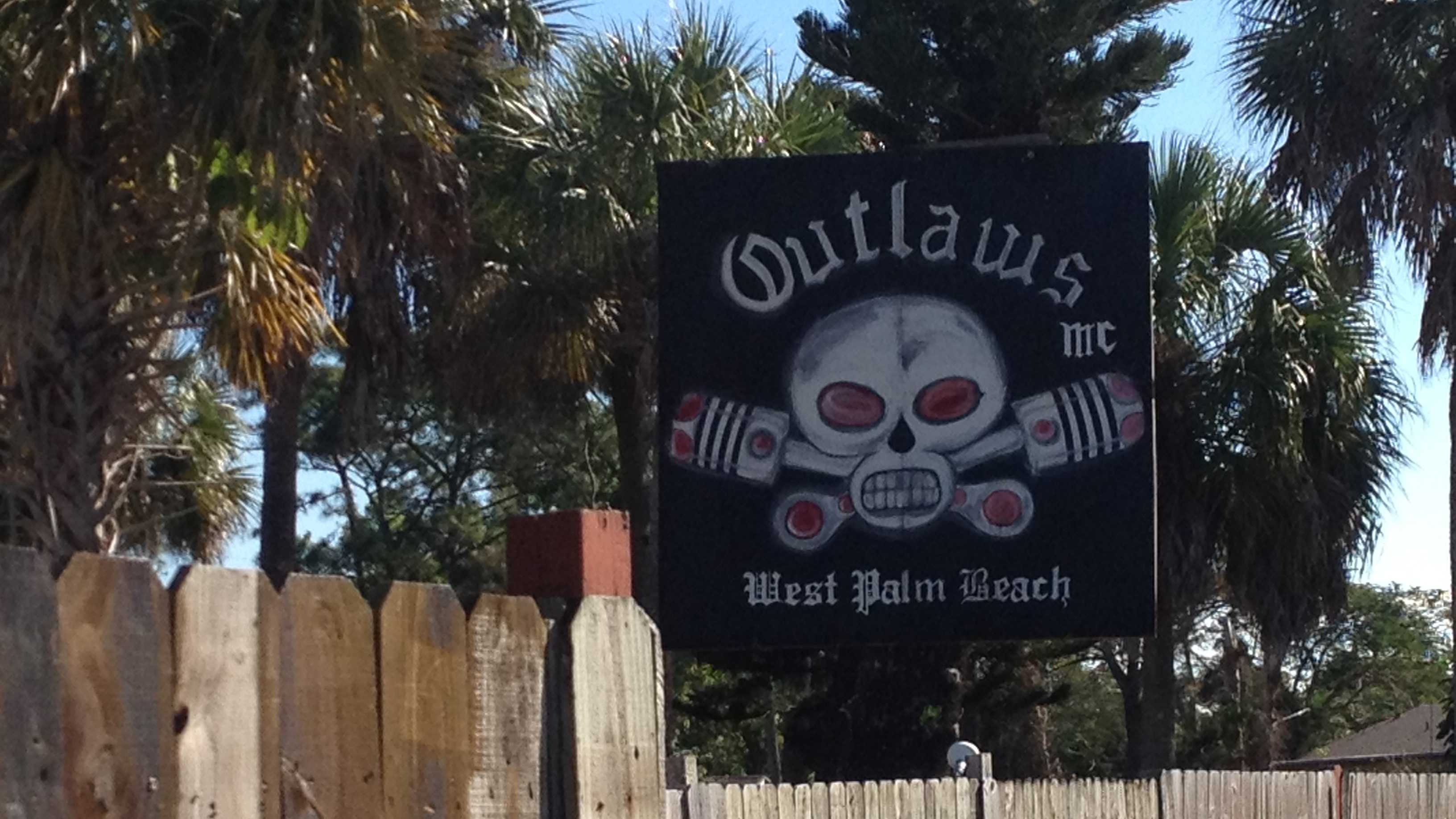 Federal agents raid the Outlaws Motorcycle Club in West Palm Beach.