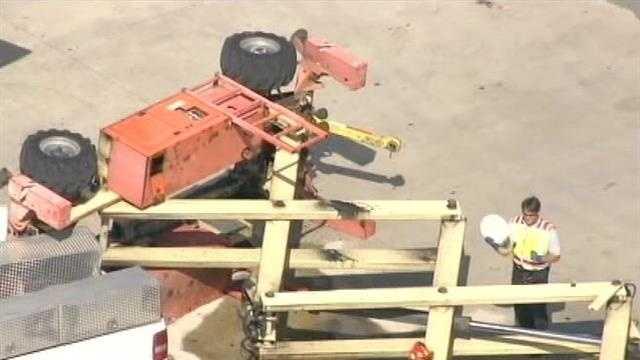 img-Scissor lift collapse at Port Everglades