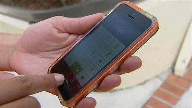 img-Thieves using simple trick to steal cellphones