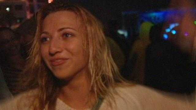 img-Sunfest revelers brave the rain on opening night