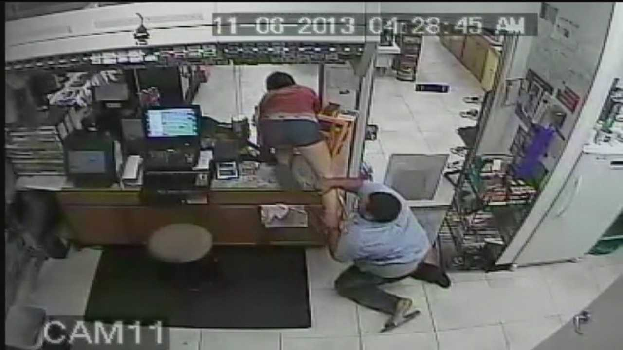 A woman takes advantage of an unattended cash register while the gas station clerk is in the bathroom, but she loses a flip-flop trying to get away from him in a theft caught on camera.