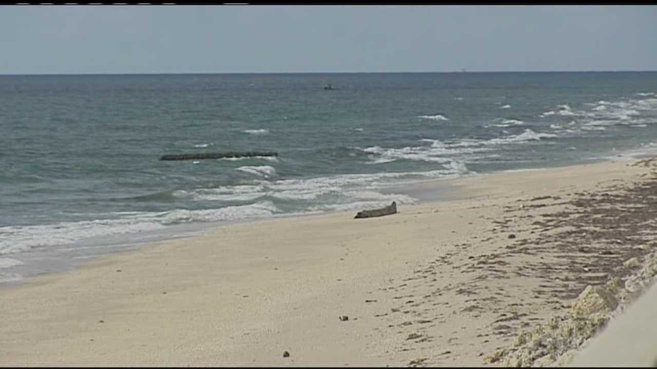 Eight migrants were taken into custody Tuesday morning after coming ashore in North Palm Beach.