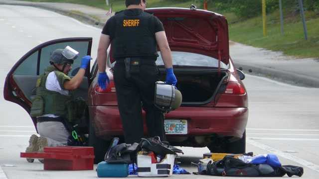 Bomb squad searches bank robber call
