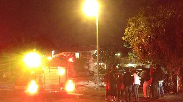 2 Lake Worth families displaced by apartment fire