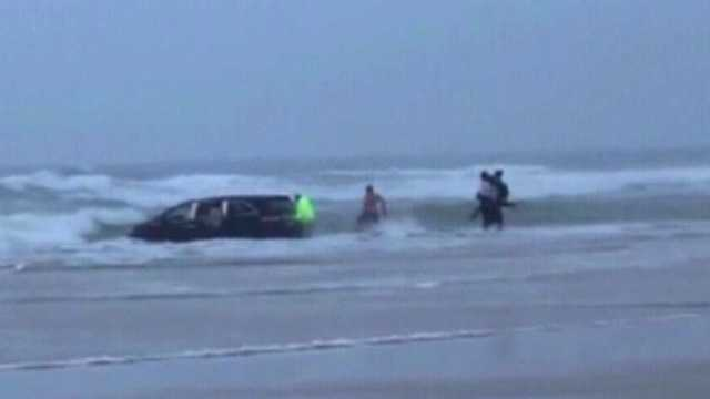 Children rescued after mother drives into ocean
