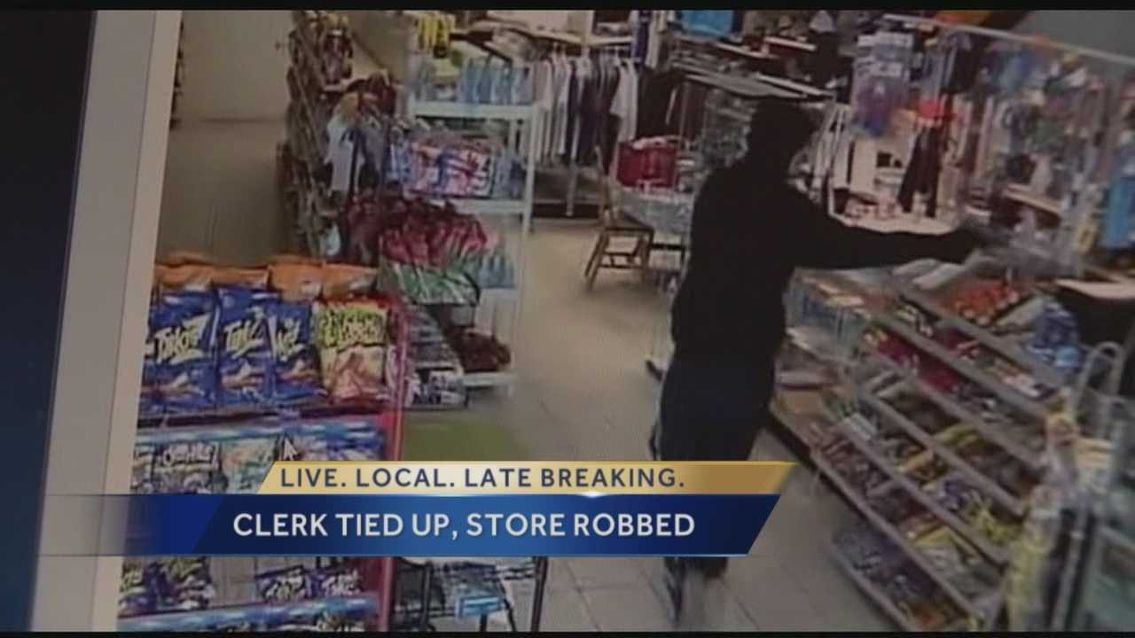 Gunman sought in grocery store robbery