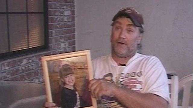 Mickey Shalansky holding photo of 6-year-old daughter - 22525520