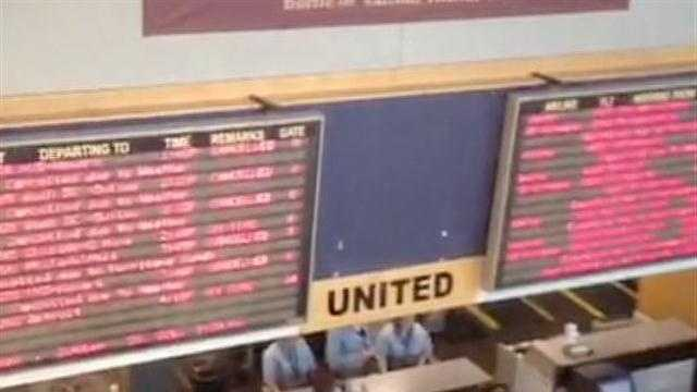 102912 At a Glance: How to handle a flight cancellation - img