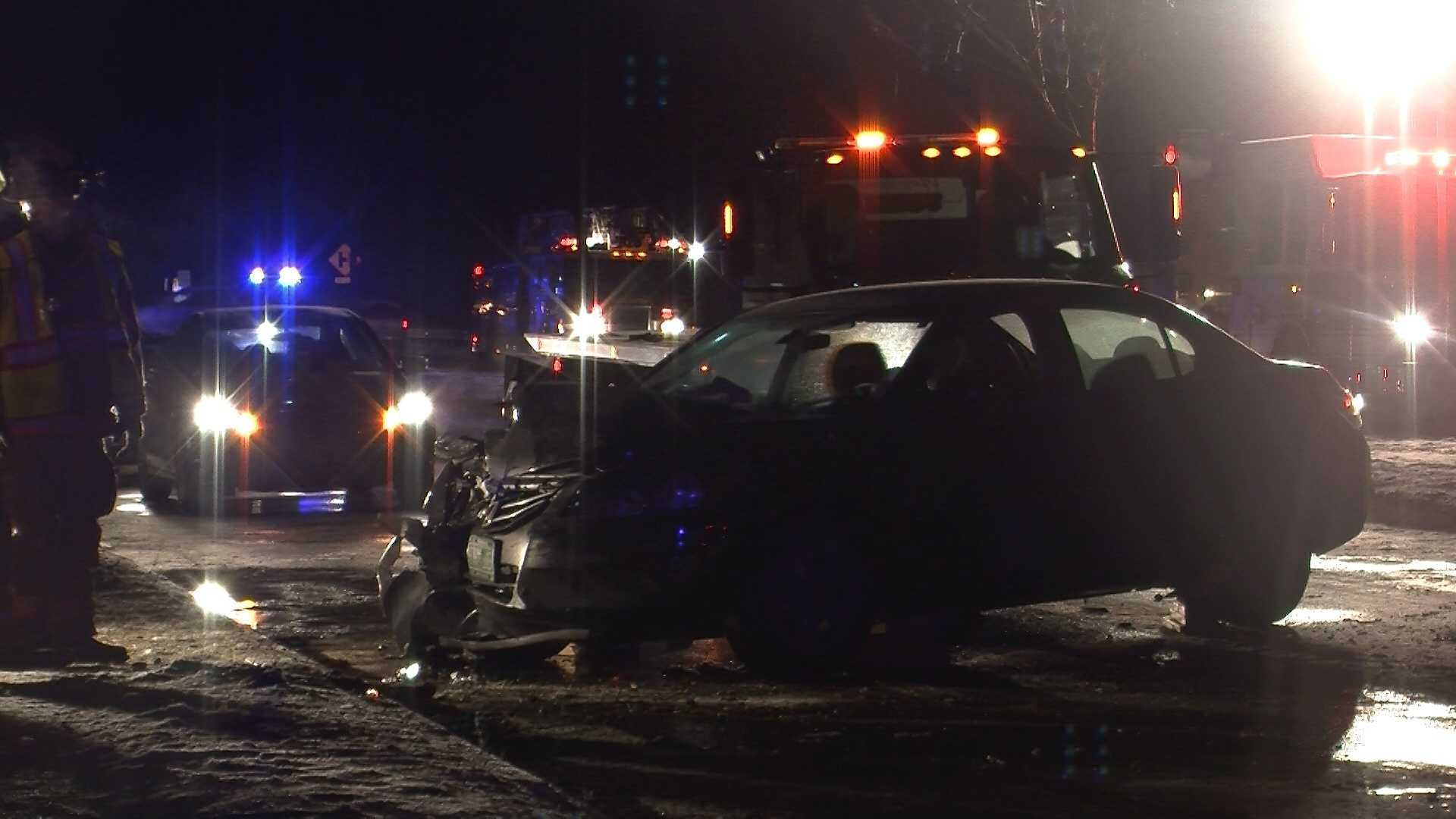 03-04-13 4 hurt in 2-car crash - img