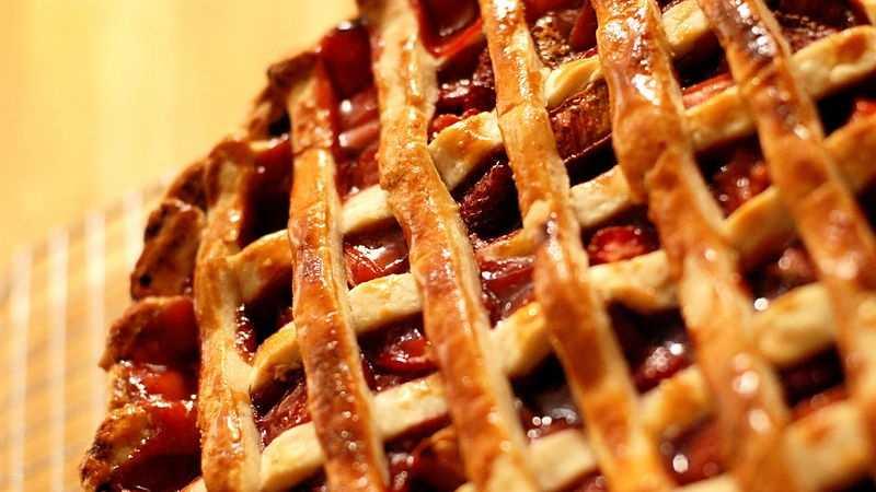 06-14-13 Meme's Strawberry Rhubarb Pie - img