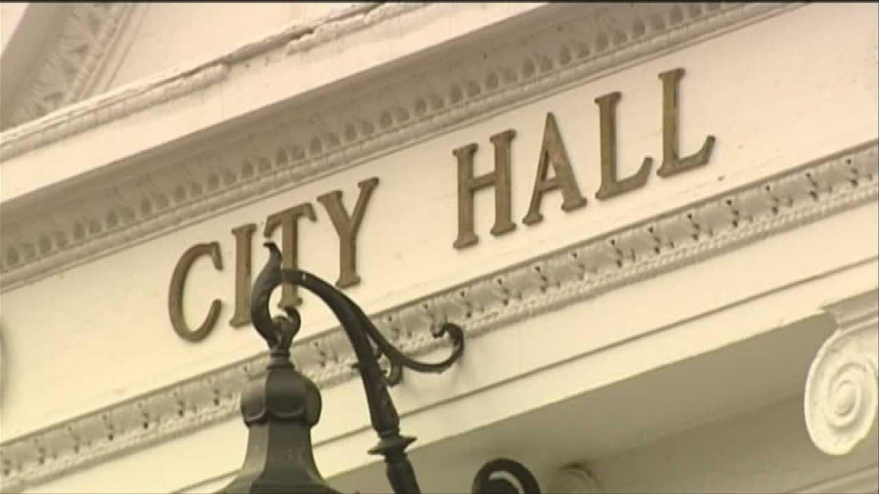 Workers ask for livable wage ordinance oversight