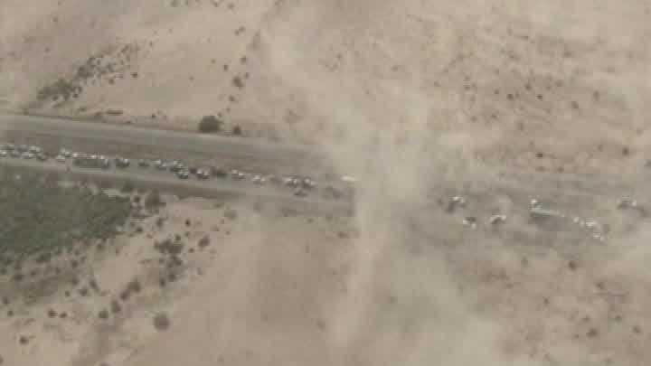 09-27 Arizona dust storm causes car crashes - img