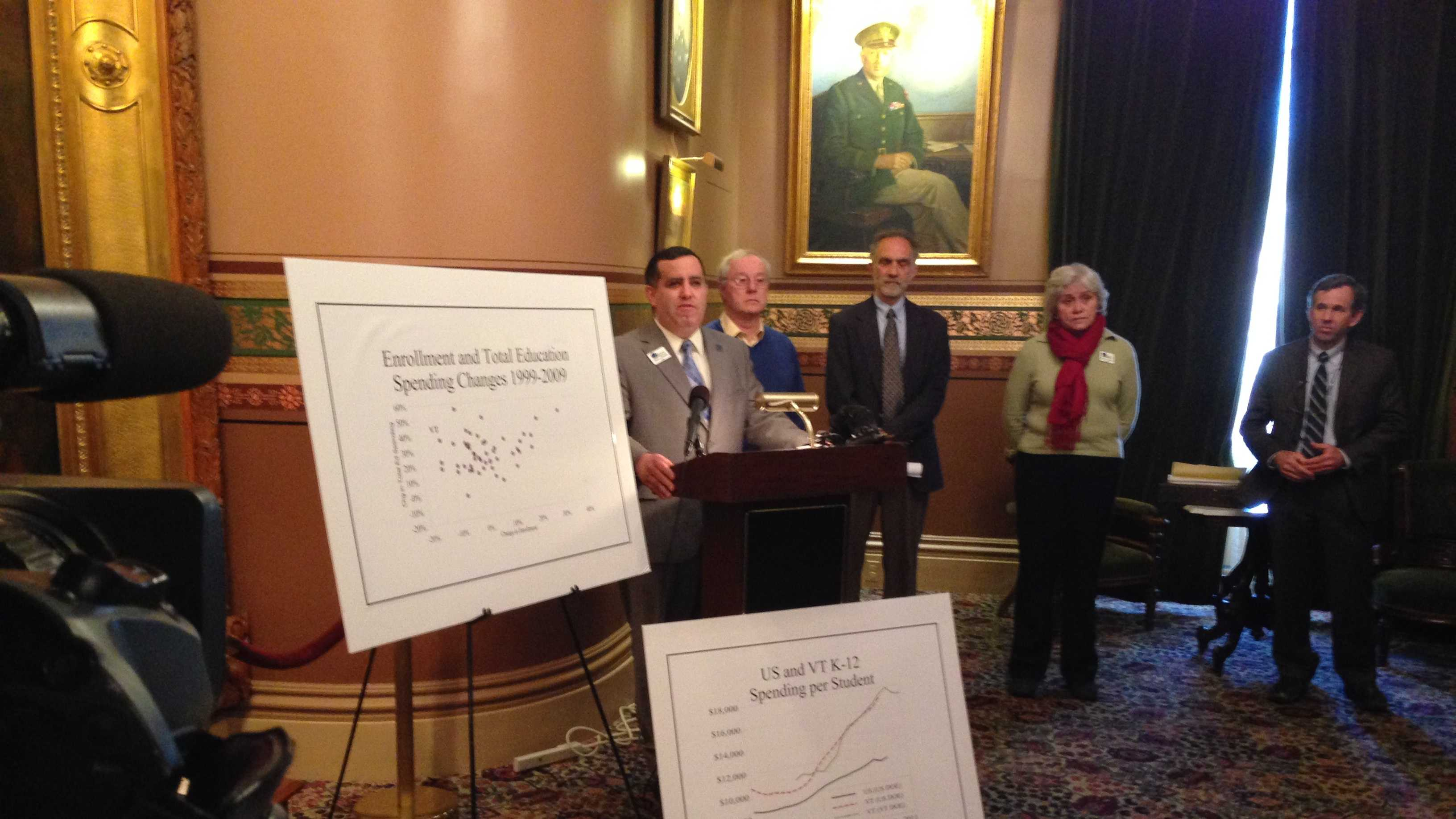 Realtors economists news conference - img