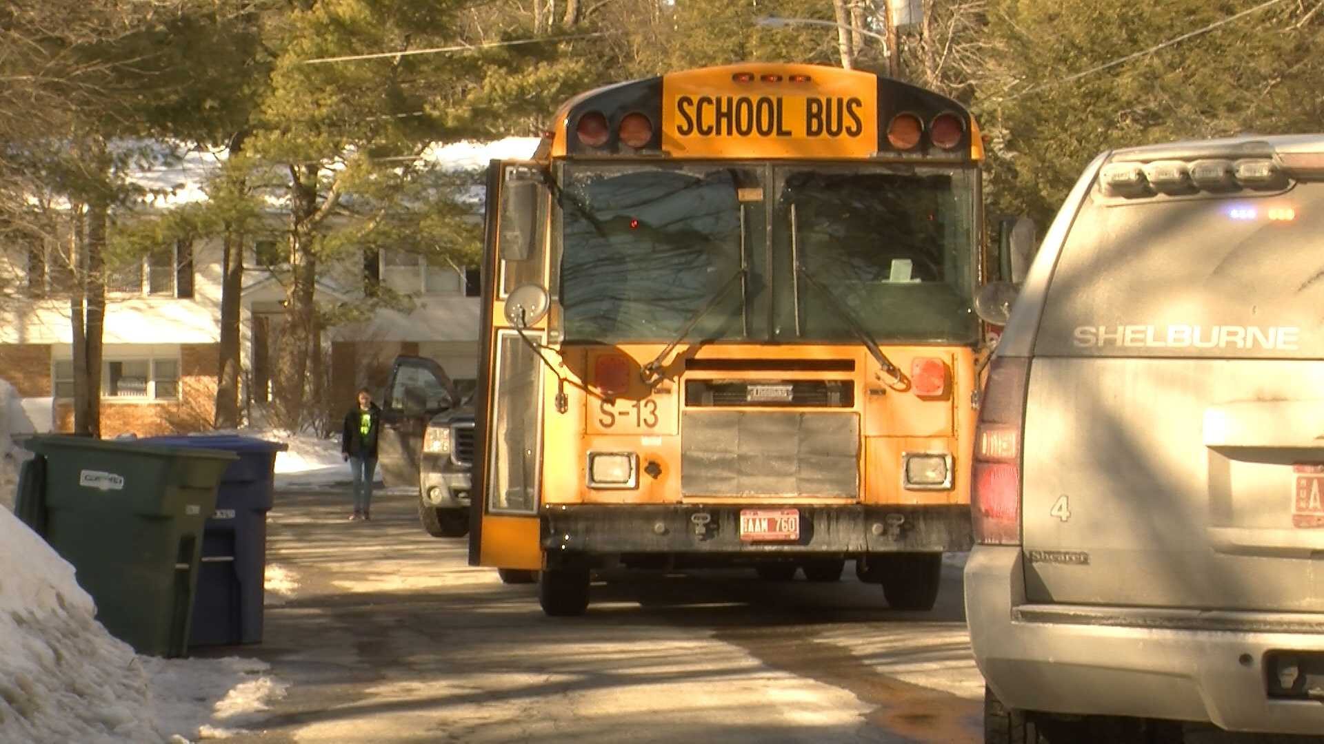 Students evacuated from school bus - img
