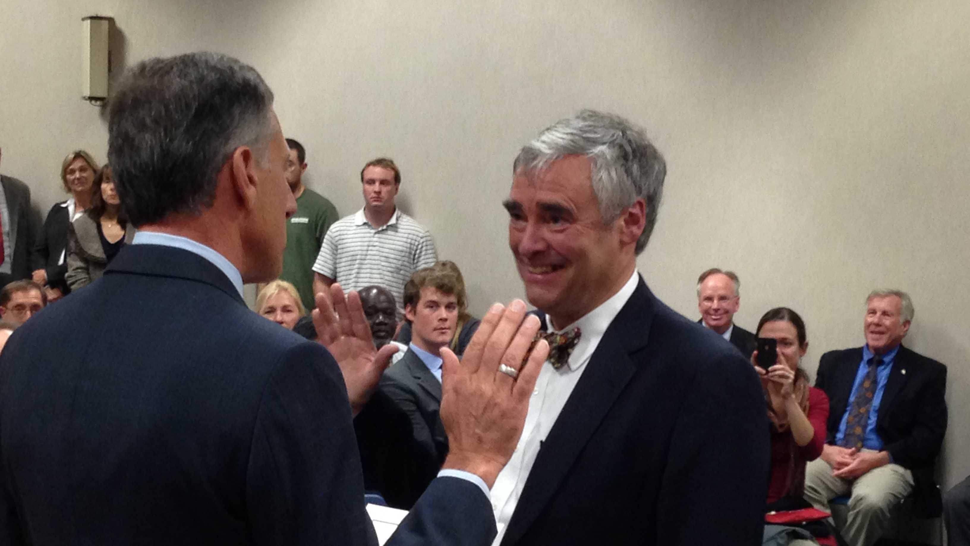 Geoffrey Crawford sworn in.JPG