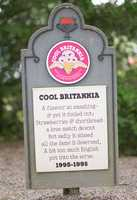 Cool Britannia1995 – 1998Vanilla ice cream with strawberries and fudge covered shortbread.