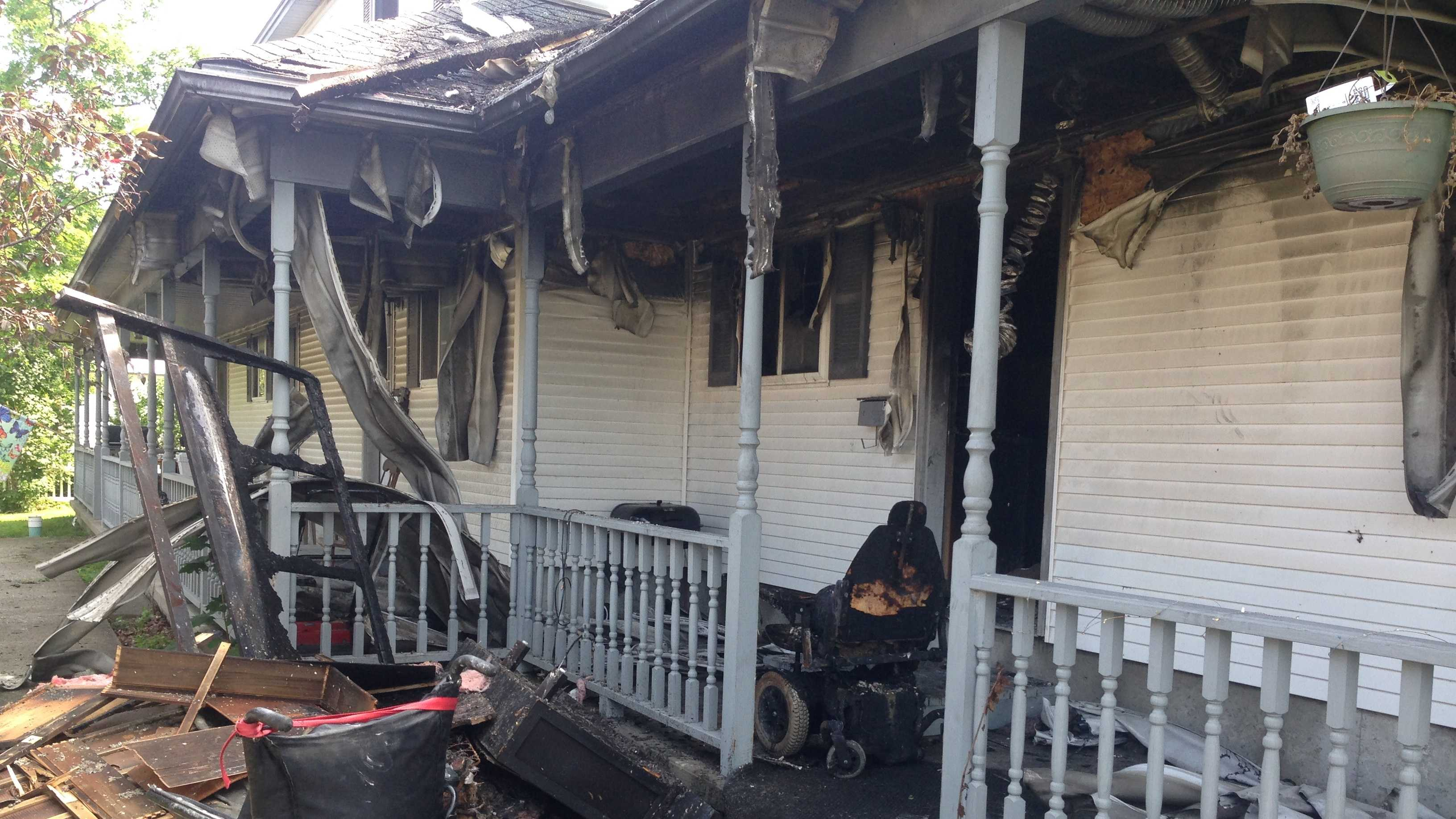 A St. Albans apartment complex was damaged by fire Wednesday morning.
