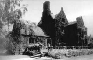 The John Worthington Mansion in the 5500 block of Forbes Avenue, shown prior to its acquisition by the congregation of Temple Sinai in 1946.