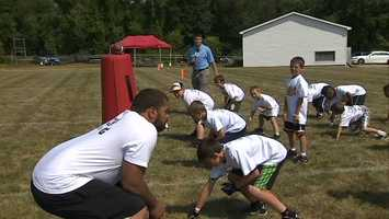 Cameron Heyward teaches a defensive stance at Steelers youth camp.