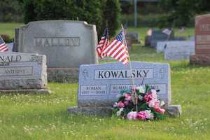 Folks are still being buried in town&#x3B; you can tell by the recent 2009 burial of Roman Kowalsky.