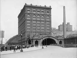 A look at the old Union Station in downtown Pittsburgh&#x3B; the photo was taken before 1910.